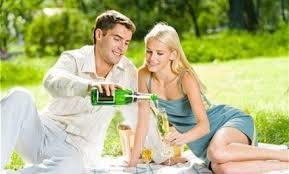 Bạn vẫn được khuyến cáo: Rượu không tốt cho sức khoẻ. Đối với rượu vang, điều đó hoàn toàn ngược lại. Nhiều nghiên cứu khoa học trên thế giới đã chứng minh, rượu vang là loại thức uống hấp dẫn và tốt cho sức khoẻ con người.