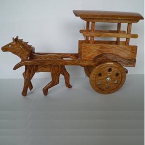 Ngựa kéo xe bằng gỗ dừa