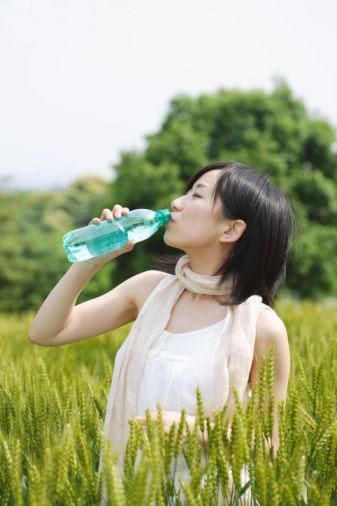 Ánh sáng mặt trời là một nguồn phong phú của bức xạ tia cực tím, đó là phương pháp hiệu quả trong việc tiêu diệt vi trùng và vi khuẩn hiện diện trong nước khi nó được tiếp xúc với ánh sáng mặt trời.